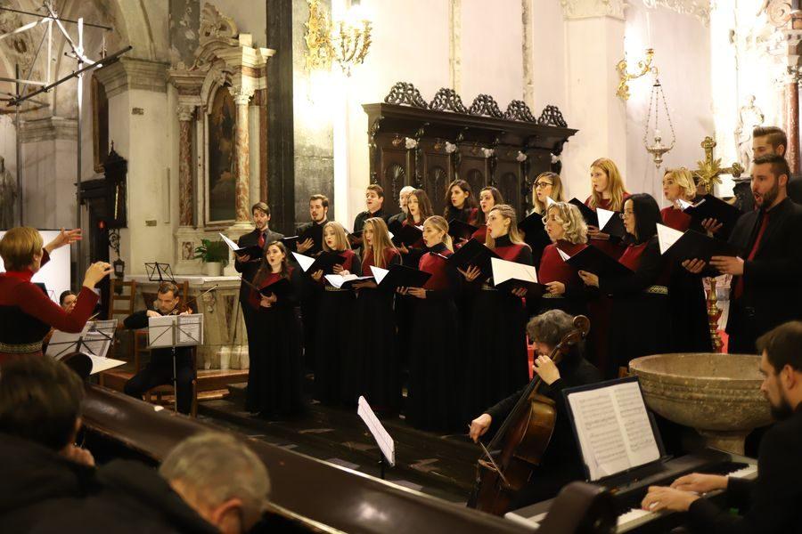 Mješoviti zbor Schola Cantorum Rijeka u nedjelju održava adventski koncert